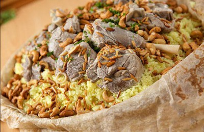 קולינריה מזרח תיכונית: מַנסַף منسف תבשיל כבש ואורז